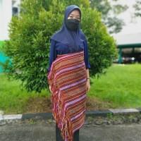 1 (Satu) Paket terdiri dari Kain Sarung dan Selendang Kain Motif Timor (Ibu Yohana)