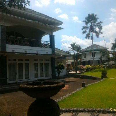 BRI Jember 1b) Tanah dan Bangunan Villa SHM No. 320, 482 dan SHM No. 508Total Lt. 1.453 M2, di Ds. Sukowono, Kec. Sukowono, Kab. Jember.